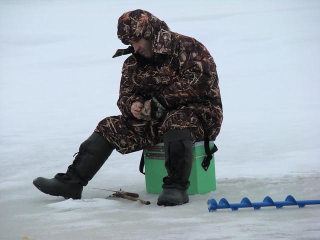 Pescando en el mar congelado