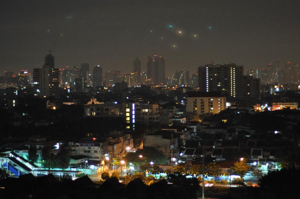 Bangkok at nite | taken from my condo 13th floor Oakwood Cit