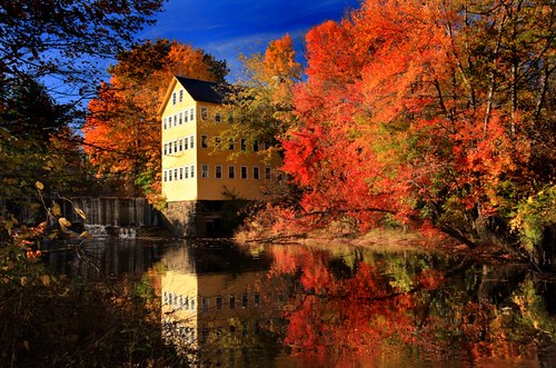 autumn color fall dam massachusetts newengland foliage oldmill millriver turningleaves hatfieldma