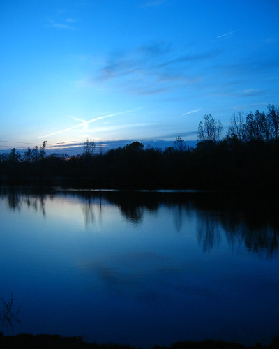 blue sunset pond michigan badge 2008 unedited okemos perfectsunsetssunrisesandskys tonightssunset040508okemos