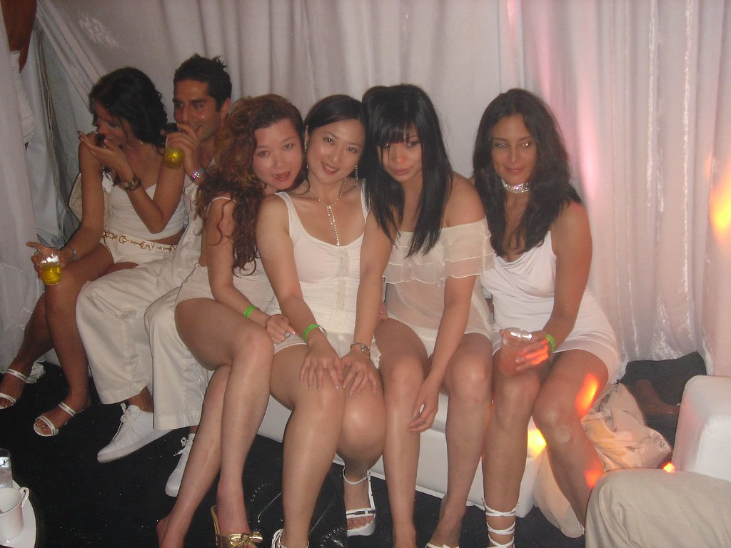 Pz Girls The Playboy Mansion Goes Greek Party Inside The