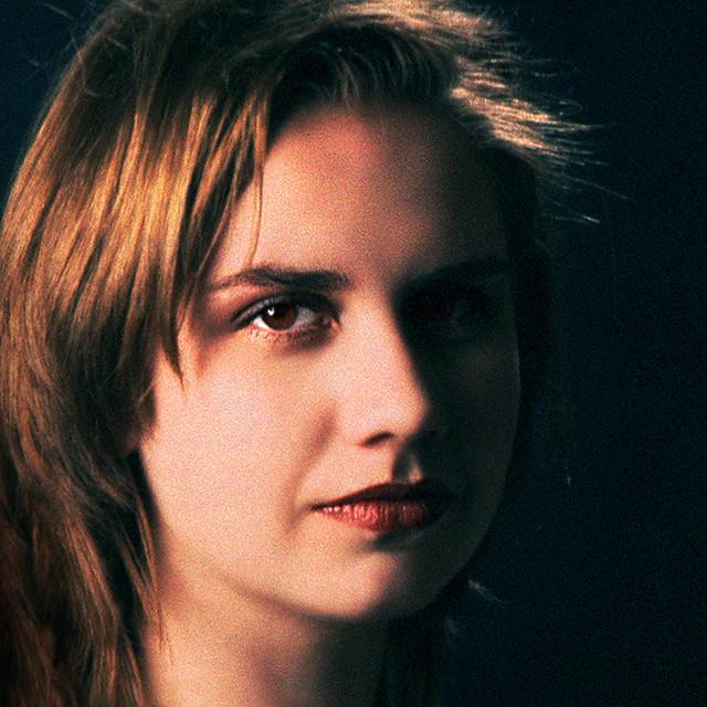Andrea - light & dark