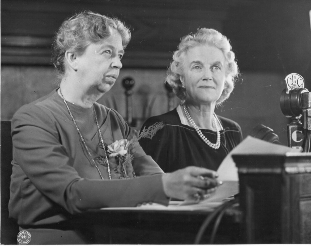 48 22 3654 42 Eleanor Roosevelt And Clementine Churchill