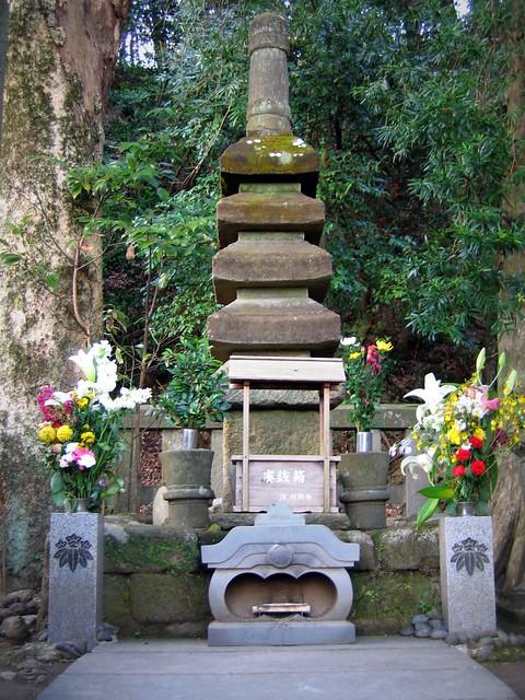 Minamoto Yoritomo's grave
