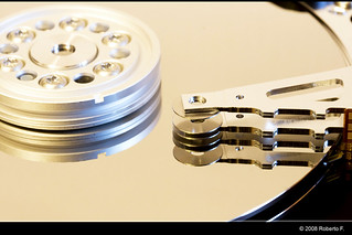 Hard disk dissection | by Roberto F.