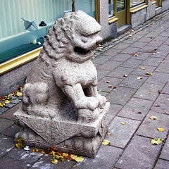 Yanking lion | by Eva the Weaver