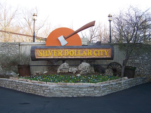 silverdollarcity sdc branson missouri sign entrance mo landscaping amusementpark amusementparks bransonmo bransonmissouri tourism touristattraction touristattractions taneycounty ozarks midwest travel