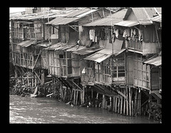 Riverside (bw): slums by the Ciliwung river | by Tempo Dulu