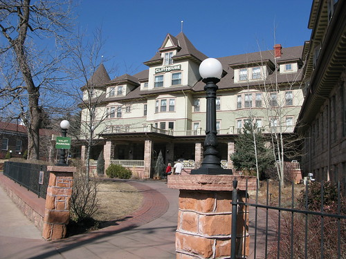 The Cliff House Inn in Manitou Springs   by ilovemypit