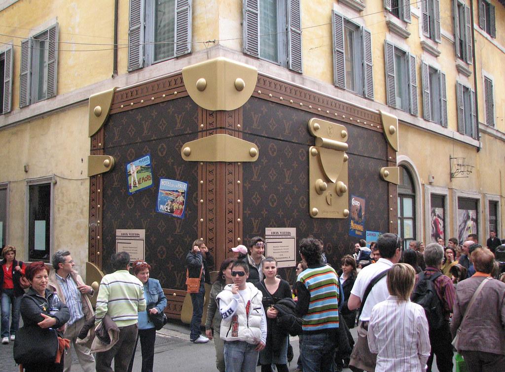 5ac5c51267510 ... Roma - Via Condotti - Louis Vuitton