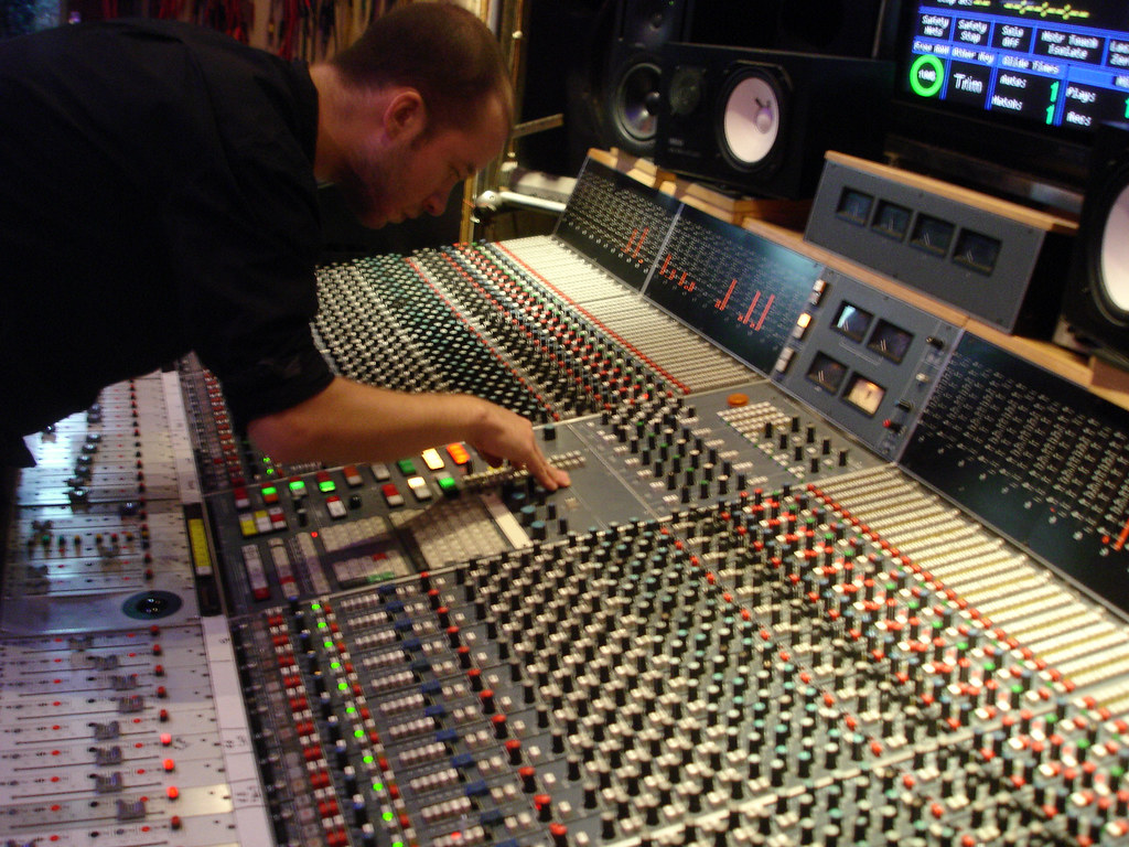 Terrific Ed At The Neve Desk Miam Monster Miam And The Love Drones Download Free Architecture Designs Scobabritishbridgeorg