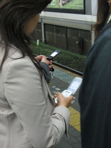 Mobile Phones in Tokyo's Subways | by mikeleeorg