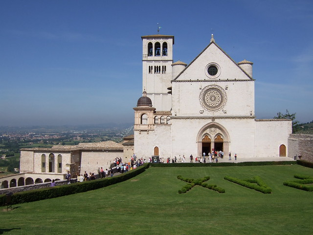 Georgina Ingham | Culinary Travels - Photograph Basilica di Assisi. A church with amazing architecture and the most fabulous sense of calm and serenity despite the ever present crowds