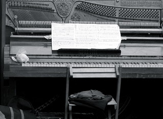 Piano in search of a player | by jglsongs