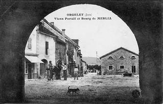 Place du bourg de Merlia, à Orgelet