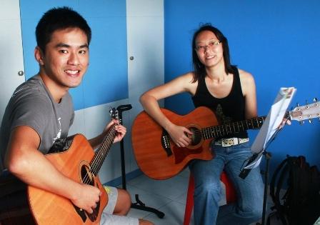 Beginner guitar lessons Singapore Yvonne