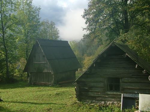 Před dveřma naší chaty