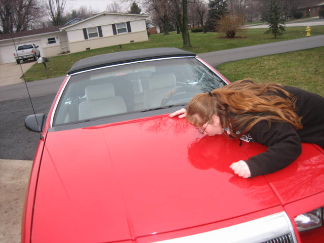 Loren kiss her red car