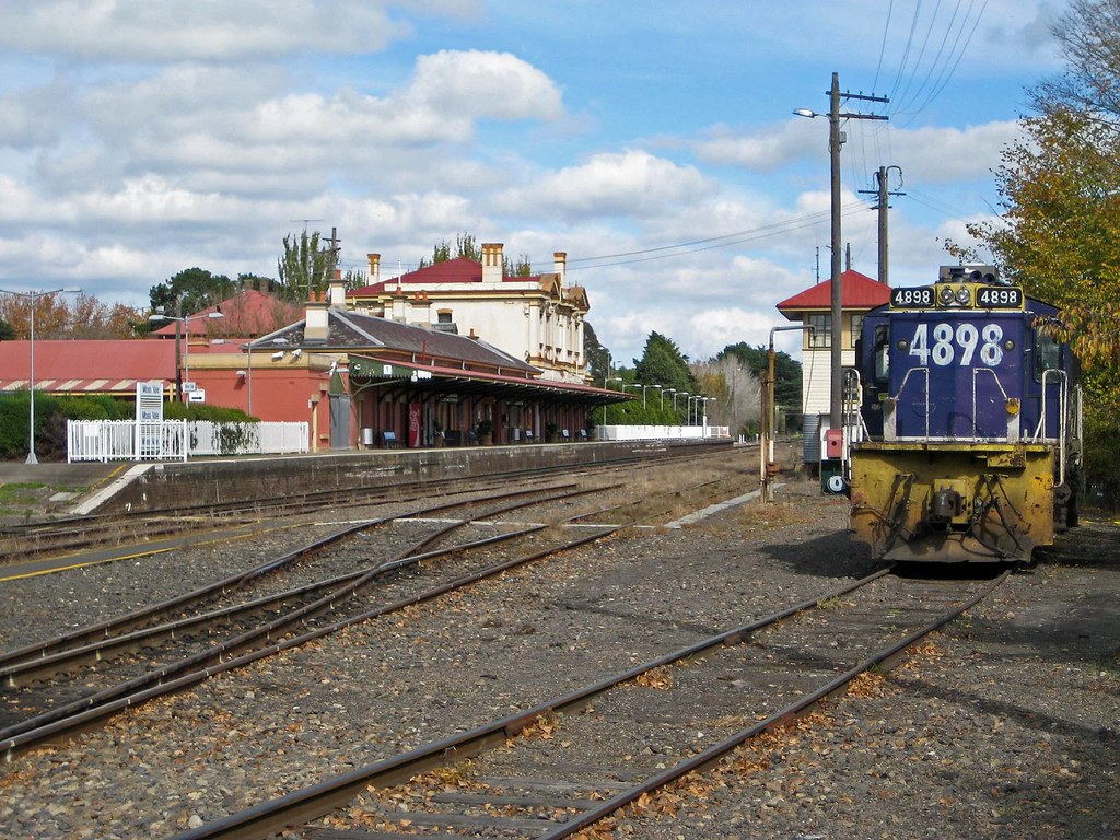 4898 at Moss Vale by Trent