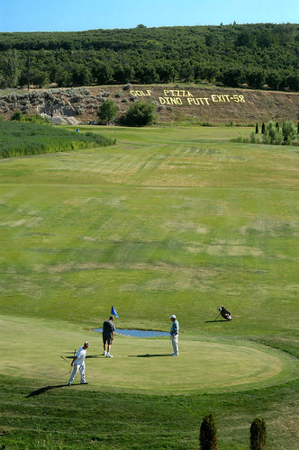 grass golf washington dino orchard pizza golfcourse golfers granger puttputtgolf ut2004 i82 yakimacounty interstate82 dbdisavow