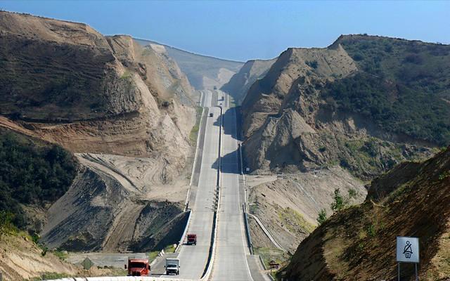 Boulevard 2000, road to sea, please fasten seat belts...