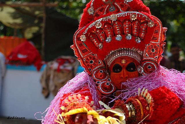 vishnu moorthy (theyyam = daivam = God) | വിഷ്ണുമൂര്ത്തി (തെയ്യം - ദൈവം)