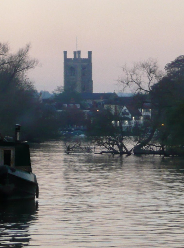 Book 1, Walk 9, Shiplake to Henley The Thames at Henley, 20 October '07.