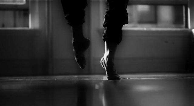 In punta di piedi,