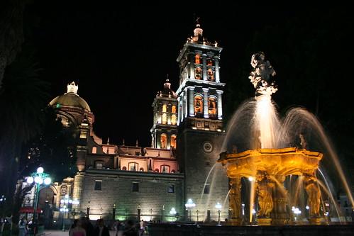 Catedral de Puebla y Fuente de San Miguel