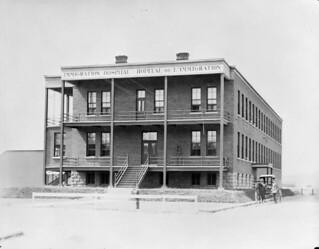 The Parc Savard Hospital in Québec takes over for Grosse Île after it shuts its doors in 1937 / L'Hôpital du Parc Savard à Québec prend la relève de la Grosse-Île après sa fermeture en 1937