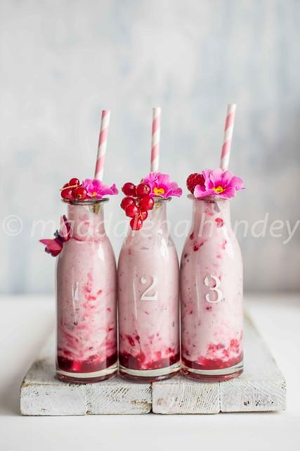 berry drinking yoghurt