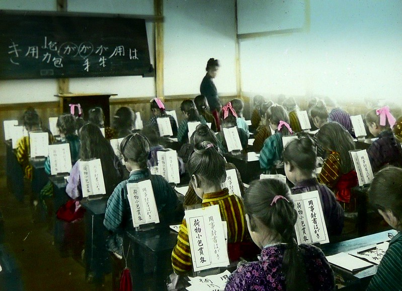 GIRLS' EDUCATION IN OLD JAPAN -- Freedom of Hair Styles and Kimono in the Classroom -- ALL DIFFERENT !