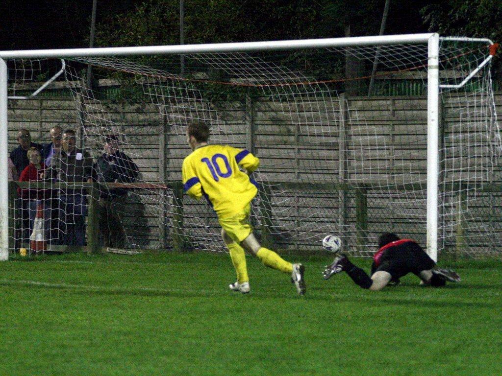 Edgware Town U18s 0 Enfield Town U18s 3 (10/10/07)
