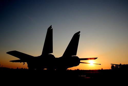 sunset silhouette museum airplane fighter dusk f14 aircraft aviation jet evergreen preserved jetfighter tomcat mcminnville thesunhassetonthelifeofthetomcat iwant100views iwantanawardforthisone
