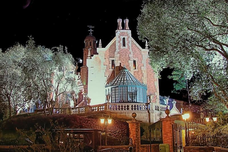 Disney - Haunted Mansion Lightning