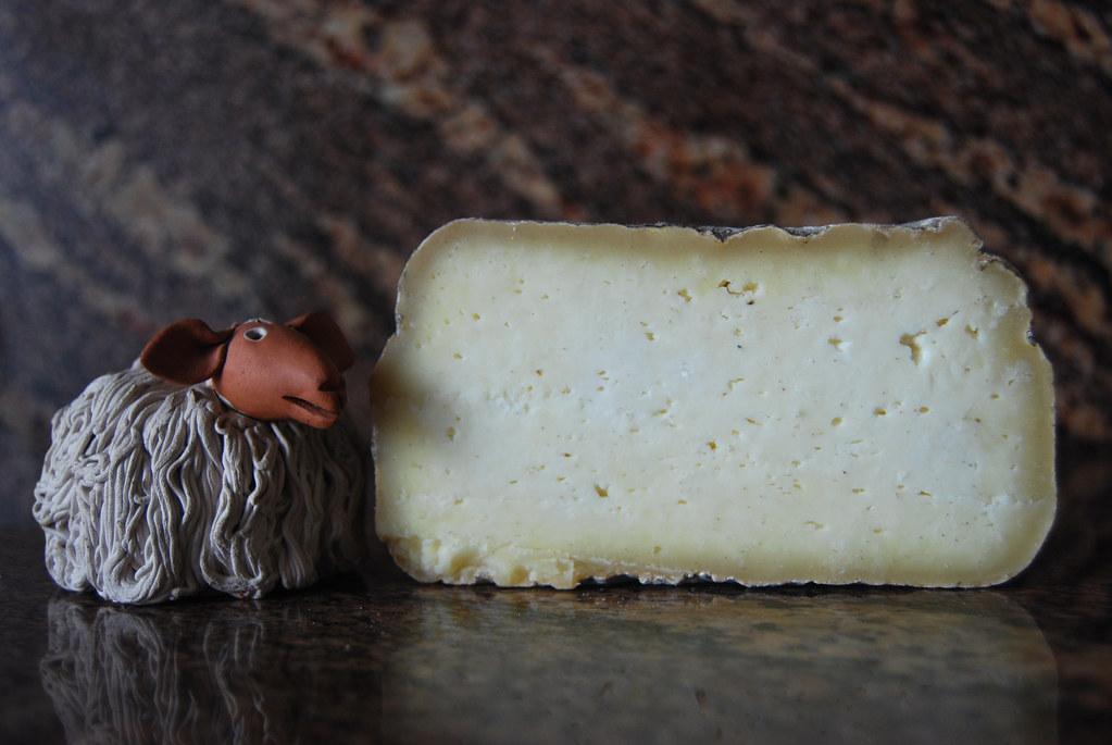 Formatge Ovella Roja Mallorquina | Queso de leche cruda de o… | Flickr