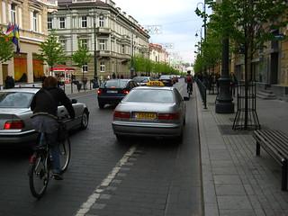 T05646 (car on cycle lane)