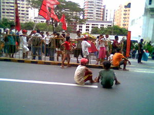 Waiting rally line-071905