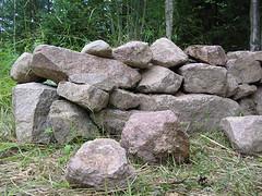 Stenmur på baksidan