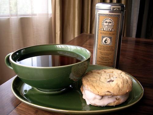 honeypear tea and dessert