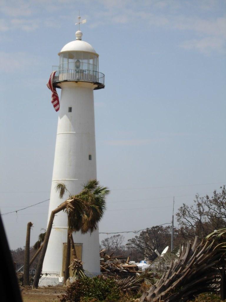 Hurricane Katrina Biloxi Lighthouse Flag Our Trip To Th Flickr