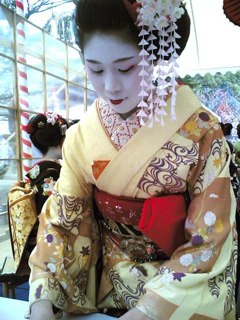 MAIKO   'Ichifumi' / Tea Ceremony