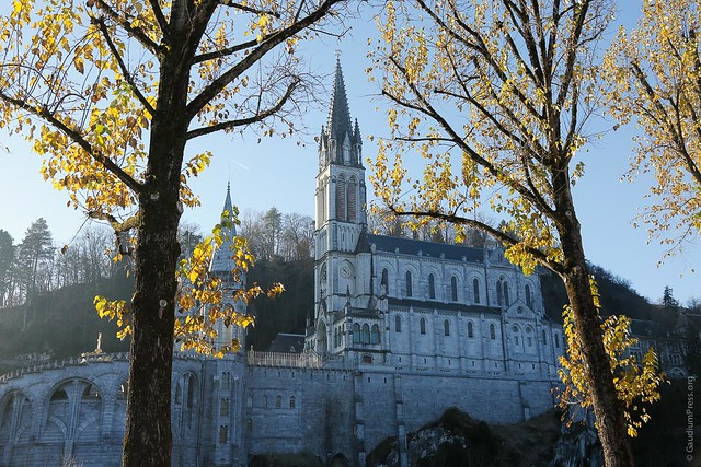 Lourdes: Una Visita en Oración