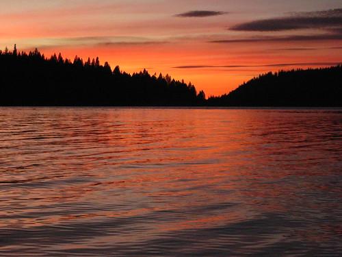 california sunset lake kayak norcal paddling nevadacounty scottsflatlake cascadeshores
