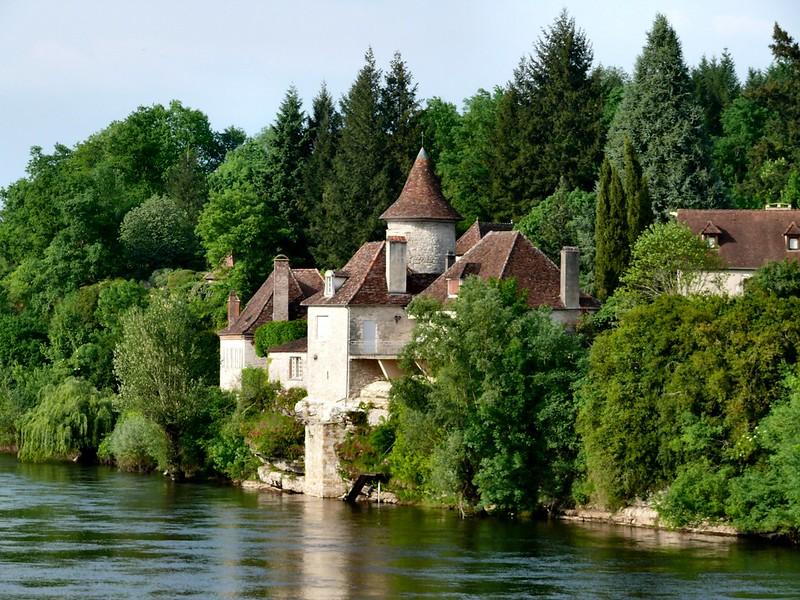 Dordogne banks at Meyronne