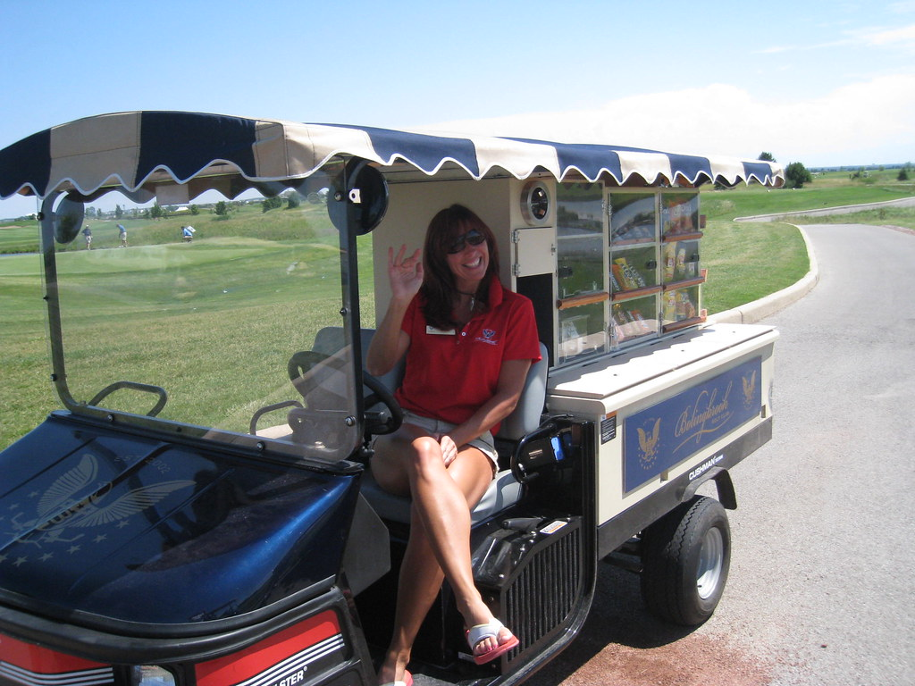 golf-cart-girl-fucks-robin-wright-young-dick