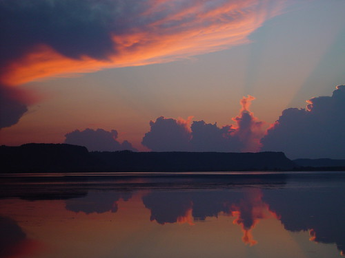 sunset usa lake reflection water minnesota night river mississippi colorful cloudy frenchisland dresbach lakeonalaska paintedskypool naturessilhouettes