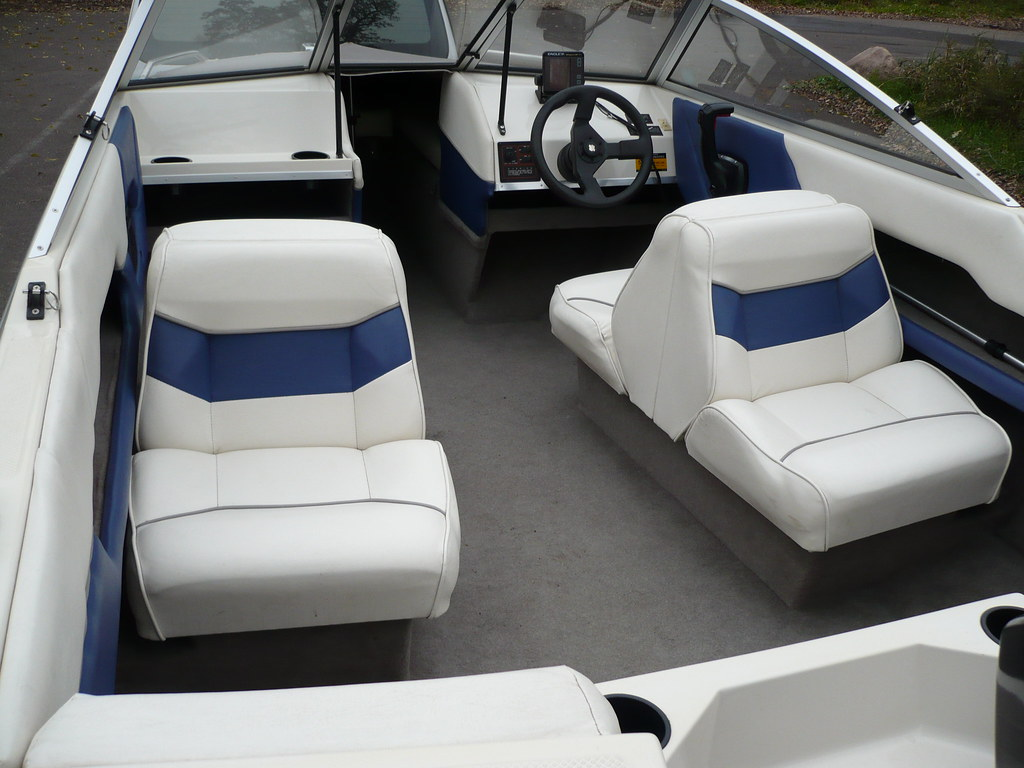 20071014 Bayliner Capri 1600-3   Interior of 16' Bayliner, o