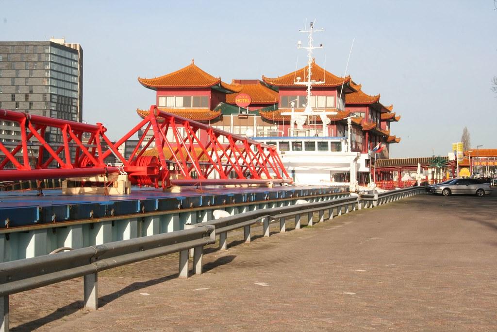 rotterdam. de chineese boot met daarin een restaurant, een… | flickr