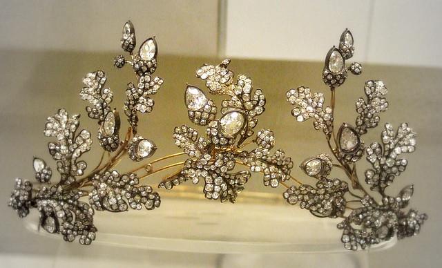 Diamond oak-leaf tiara